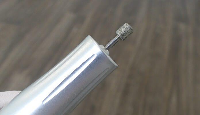 Diamantschleifer zum glätten der Nagelprothese